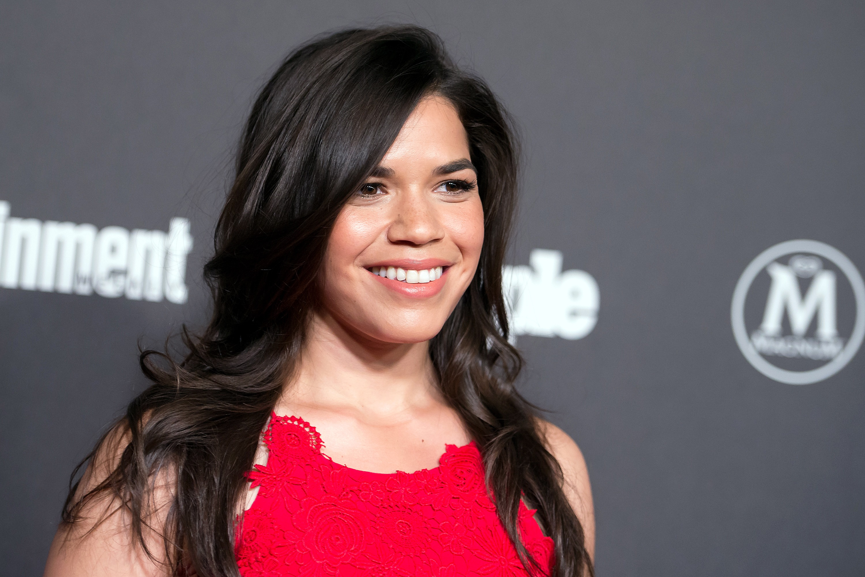 "America Ferrera and her ""Superstore"" costars just ROCKED a Drake song"