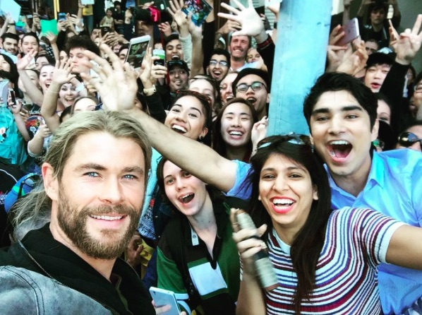 "These photos of Chris Hemsworth and Tom Hiddleston filming ""Thor: Ragnarok"" look bananas"