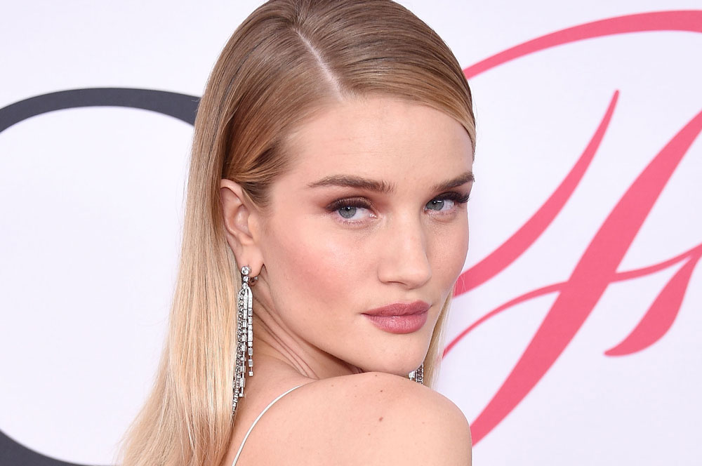Rosie Huntington-Whiteley lives up to her name in this gorgeous all-pink look