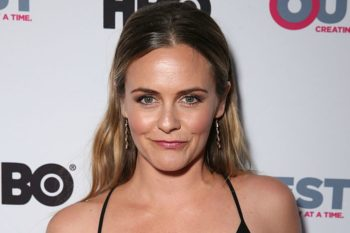 Alicia Silverstone looks so gorgeous in this makeup-free selfie