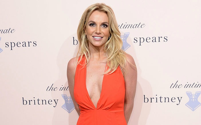 Britney Spears isn't collaborating with Justin Bieber, but she's got lovely things to say about him