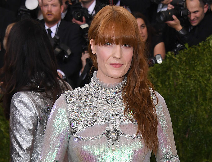 Florence Welch (of Florence and the Machine) just dressed like our fave '70s songstresses