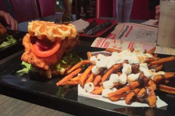 You can now get chicken and waffles at this ~other~ major U.S. restaurant, but there's a twist