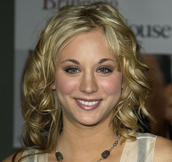 Kaley Cuoco rocked a hair metal mullet on the red carpet back in 2003