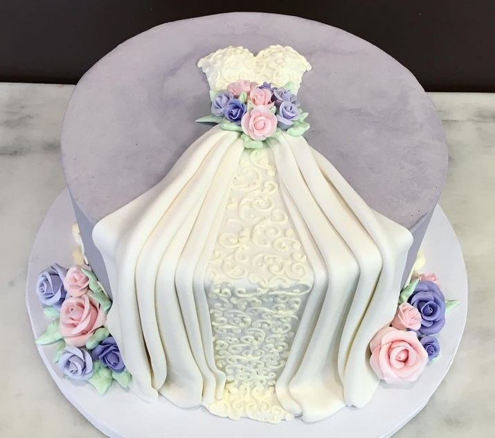 We can't decide whether to wear or eat these amazing dress cakes!
