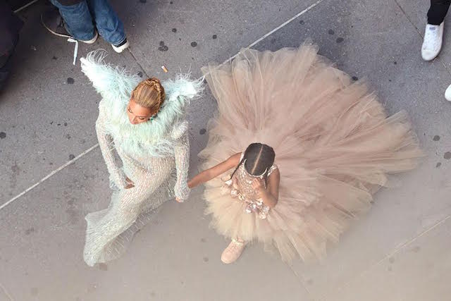 "Beyonce brought some of the ""Lemonade"" cast to the VMAs and they are GORGEOUS"