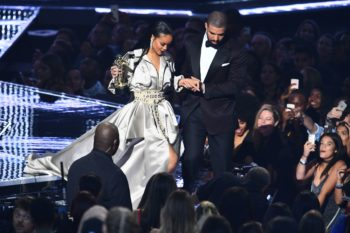 Drake posted the sweetest selfie to with Rihanna to celebrate her Vanguard award