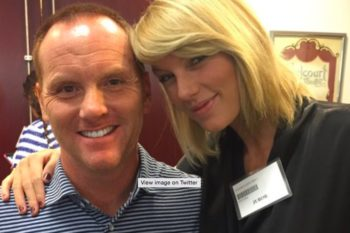 Here's some photos of Taylor Swift happily going to jury duty