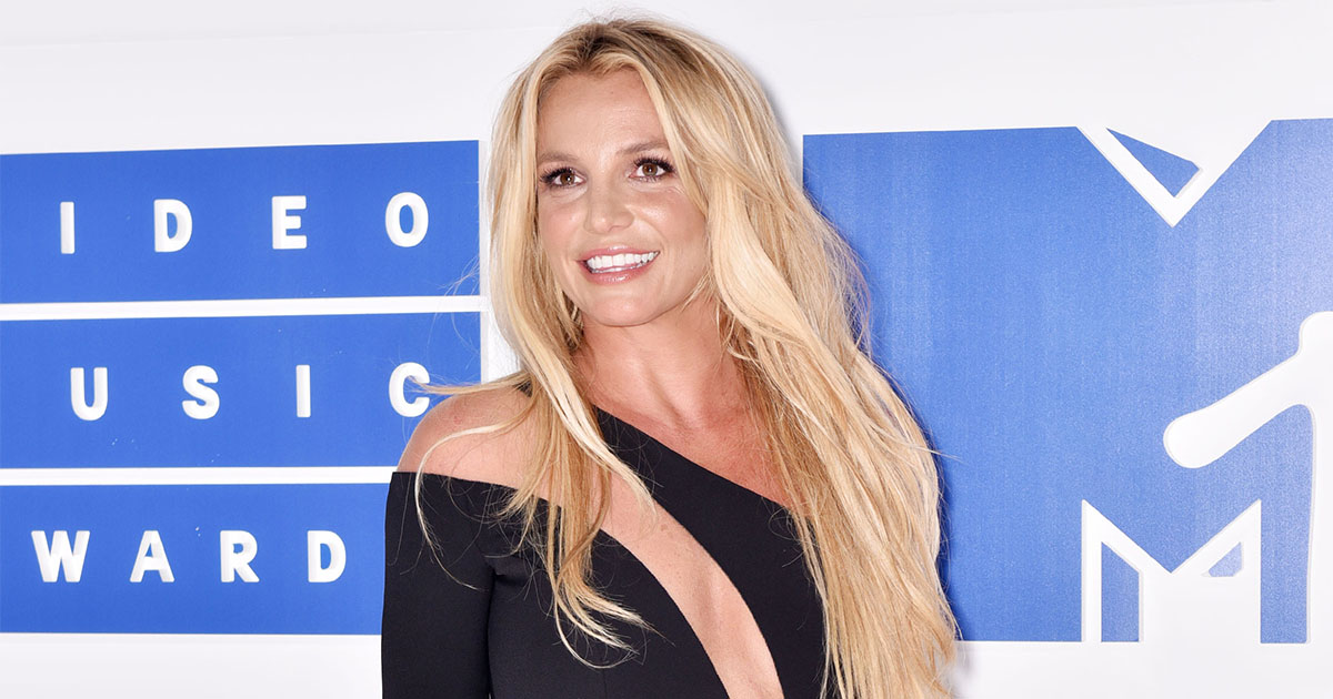 Did Britney Spears *really* try to swerve a kiss at the VMAs?