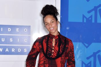 Alicia Keys wants you to know that she's not against you wearing makeup (like at all)