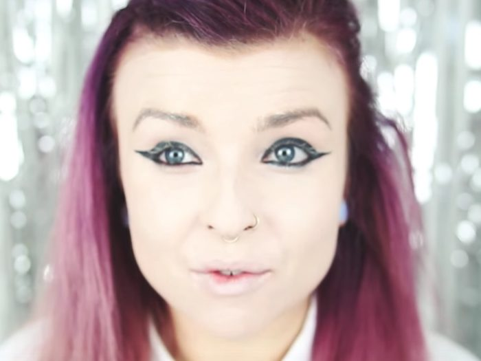 What happens when beauty bloggers do their makeup like how they ...