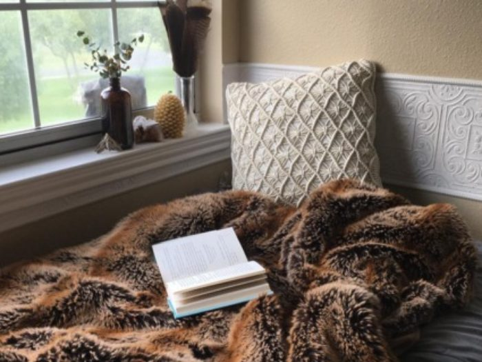 How To Make Your Room Feel Cozy: Small Additions To Your Dorm That Will Make It Feel Cozy AF
