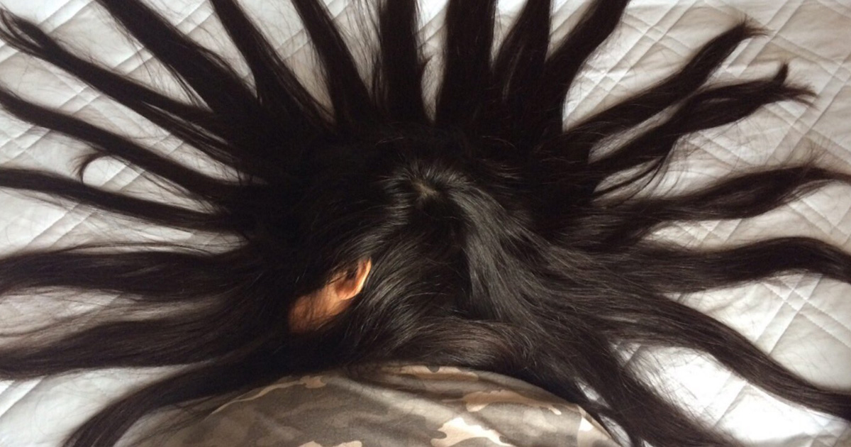 When this guy's sister is sleeping he uses her hair to create hilariously brilliant art