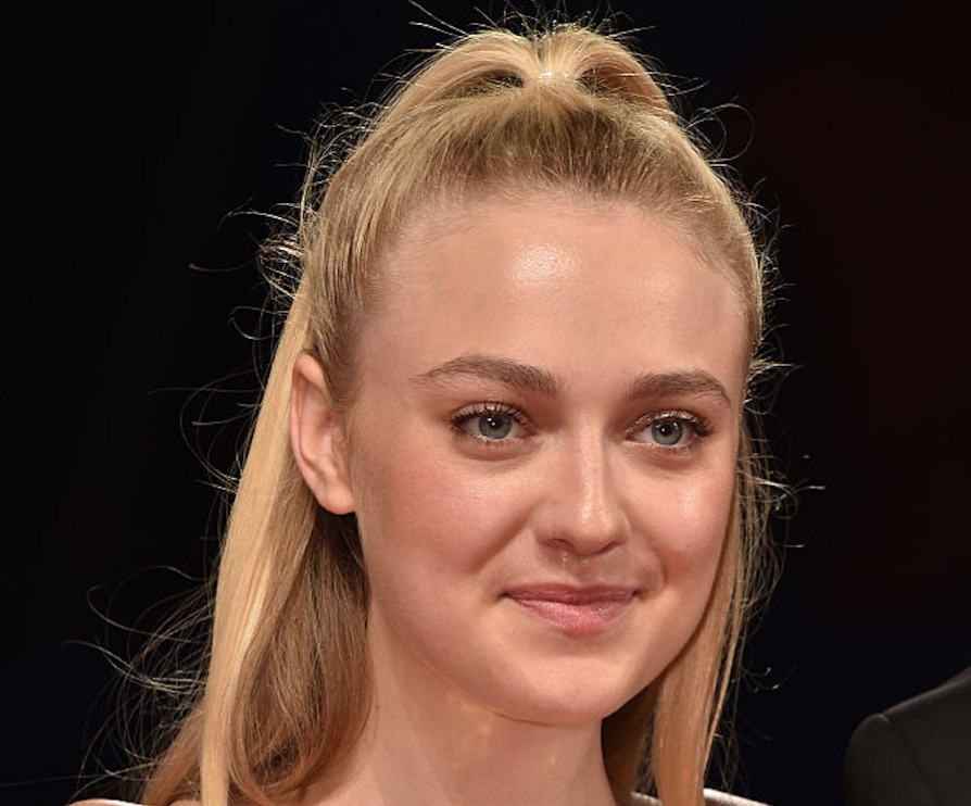 Dakota Fanning wore a holographic dress and she looked like a mermaid