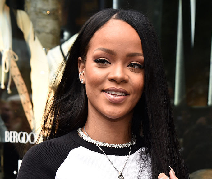 "Rihanna singlehandedly started the ""athletic goth"" trend with her current outfit"