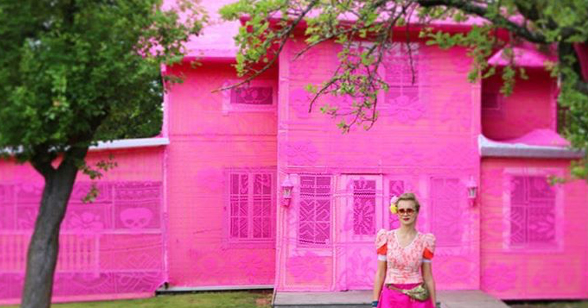 This artist is turning houses pink to make this important point about refugees and displacement