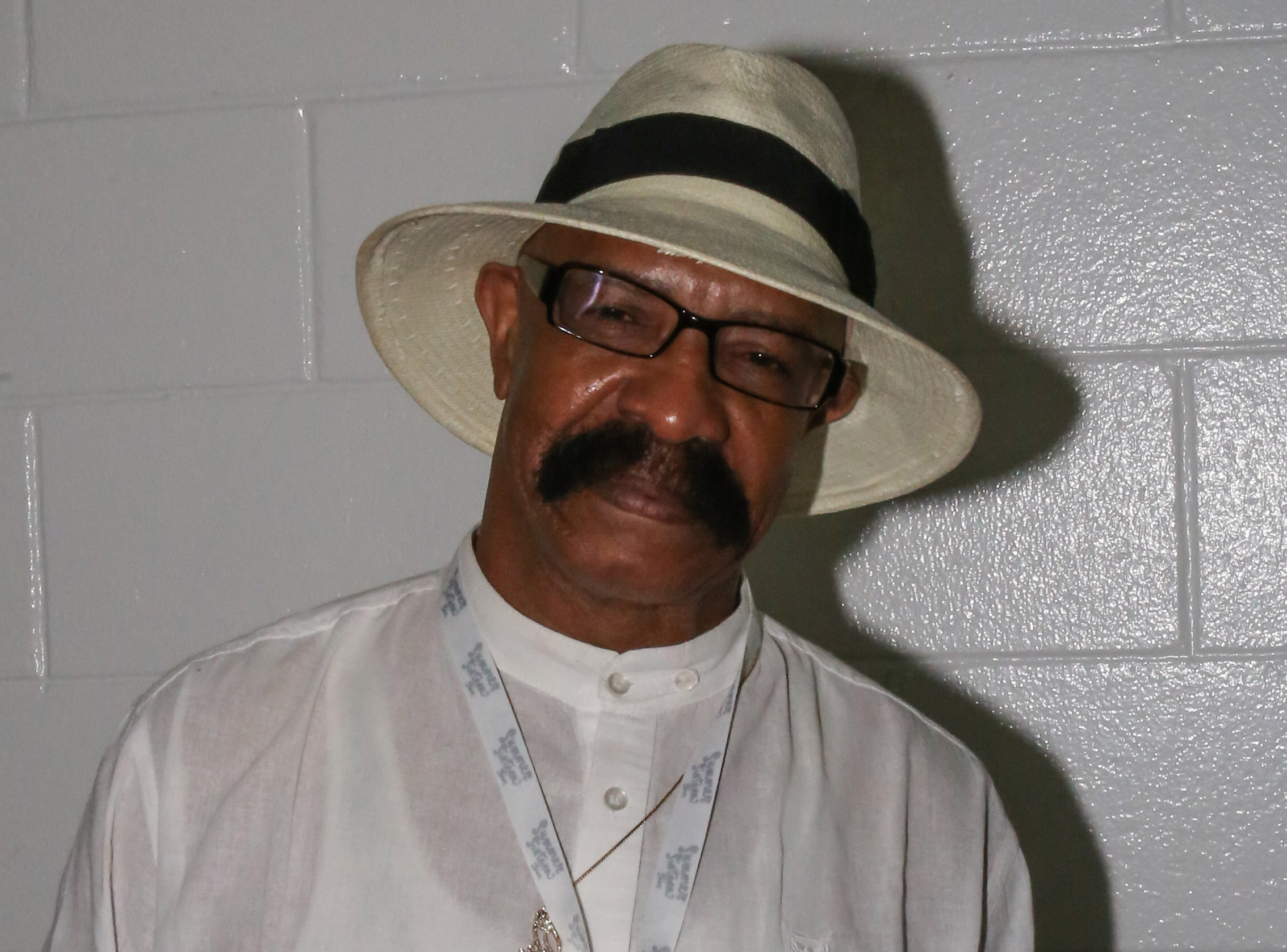 Drake's dad says Drake and Rihanna are just friends but we're *so* not listening