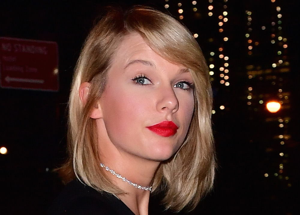 FYI: Taylor Swift is still into chokers, proves the trend is not dead