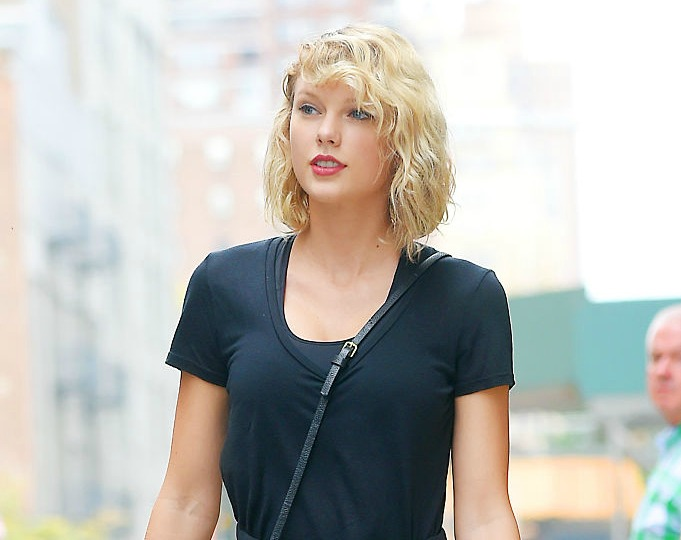 Taylor Swift just wore sheer workout leggings to the gym, and now we desperately need a pair