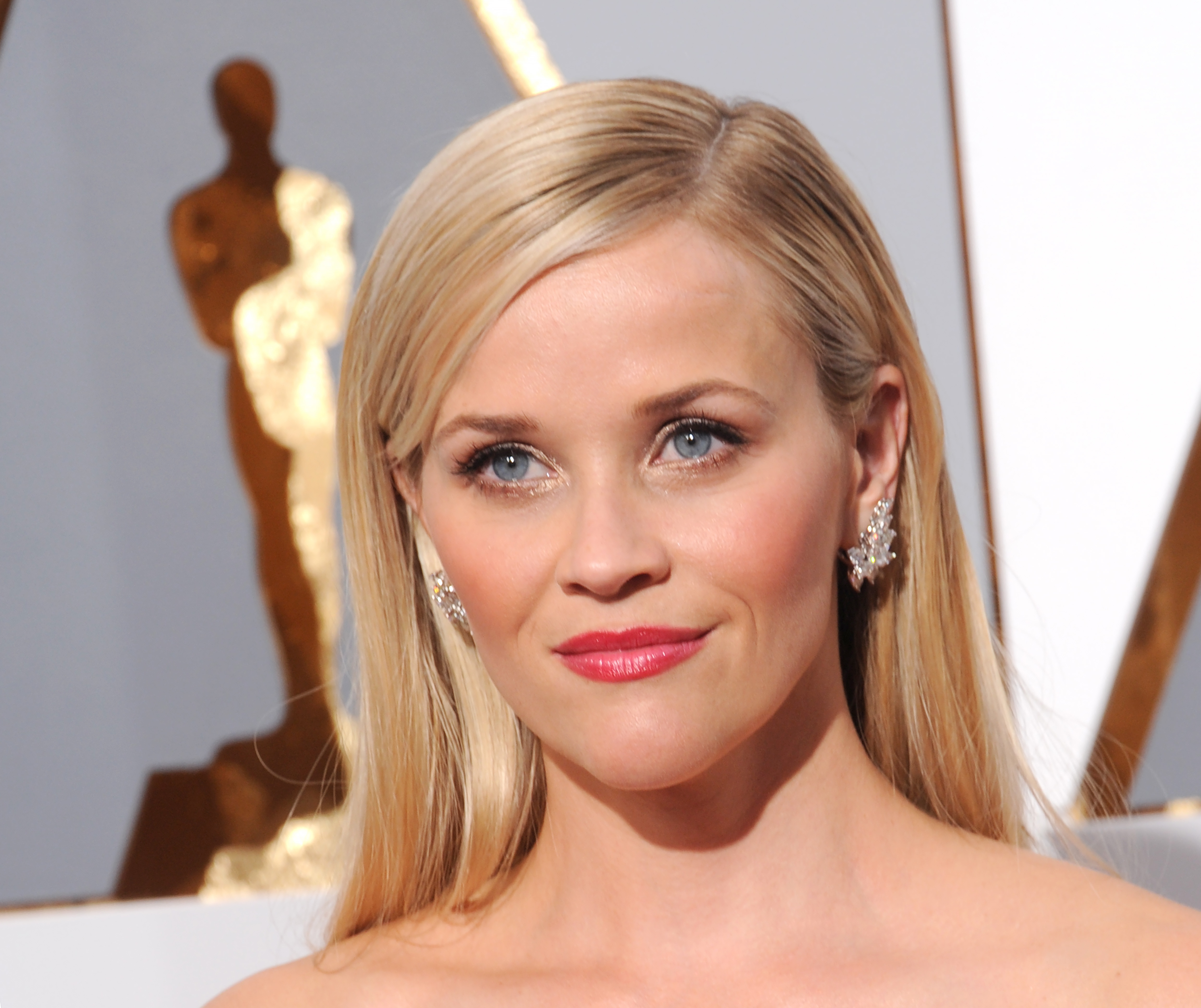 "These pics of Reese Witherspoon on her first red carpet are making us go ""awwww!"""
