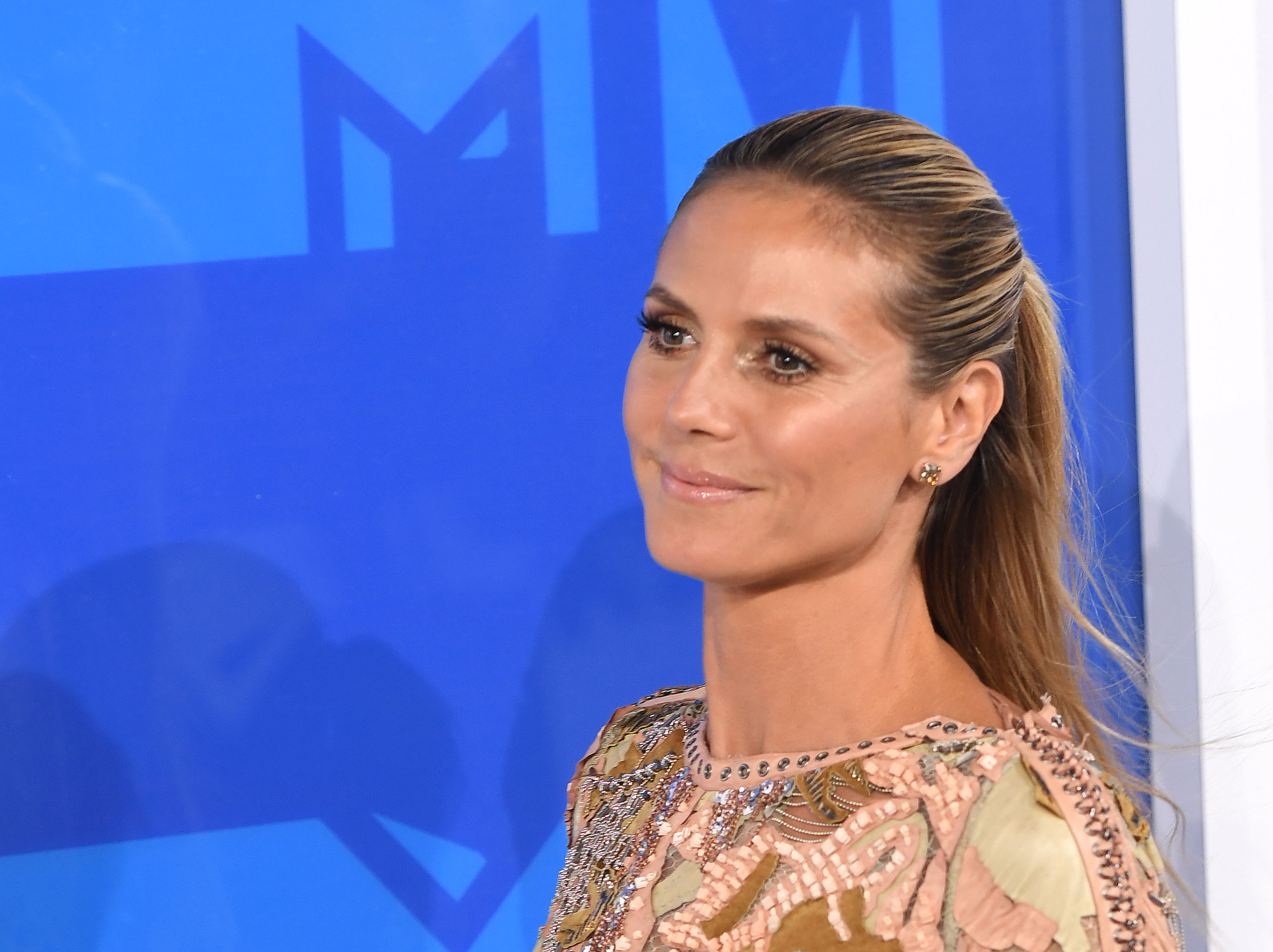 Heidi Klum goes seamlessly from watching tennis to Fashion Week, because she's a boss