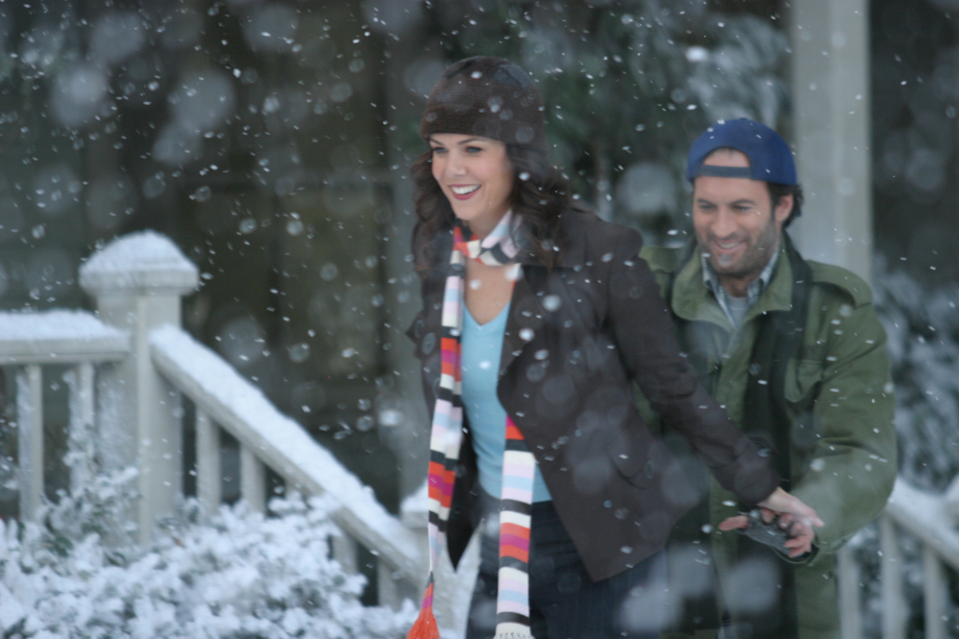 "This brand new ""Gilmore Girls: A Year in the Life"" picture will send a ~chill~ down your spine"