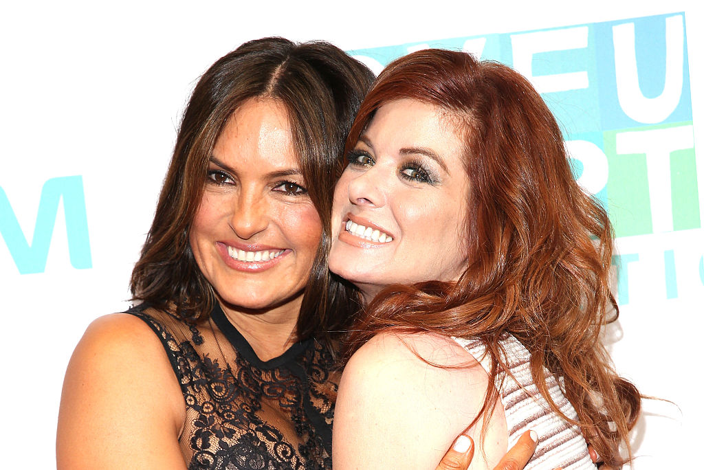 Debra Messing and Mariska Hargitay fangirled out over Barbra Streisand together because girl power