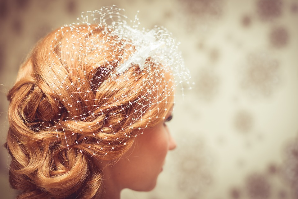 12 wedding hairstyles that are *perfect* for a fall day, whether you're getting hitched or just there to party