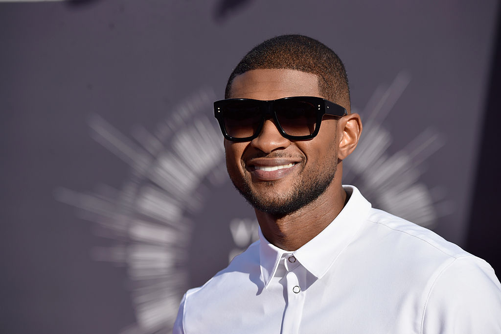 Watch Usher sensually praise natural hair into his front-facing camera