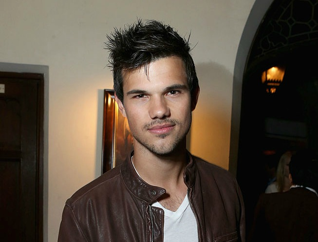 Um, Taylor Lautner has dyed his hair lavender and we cannot stop looking