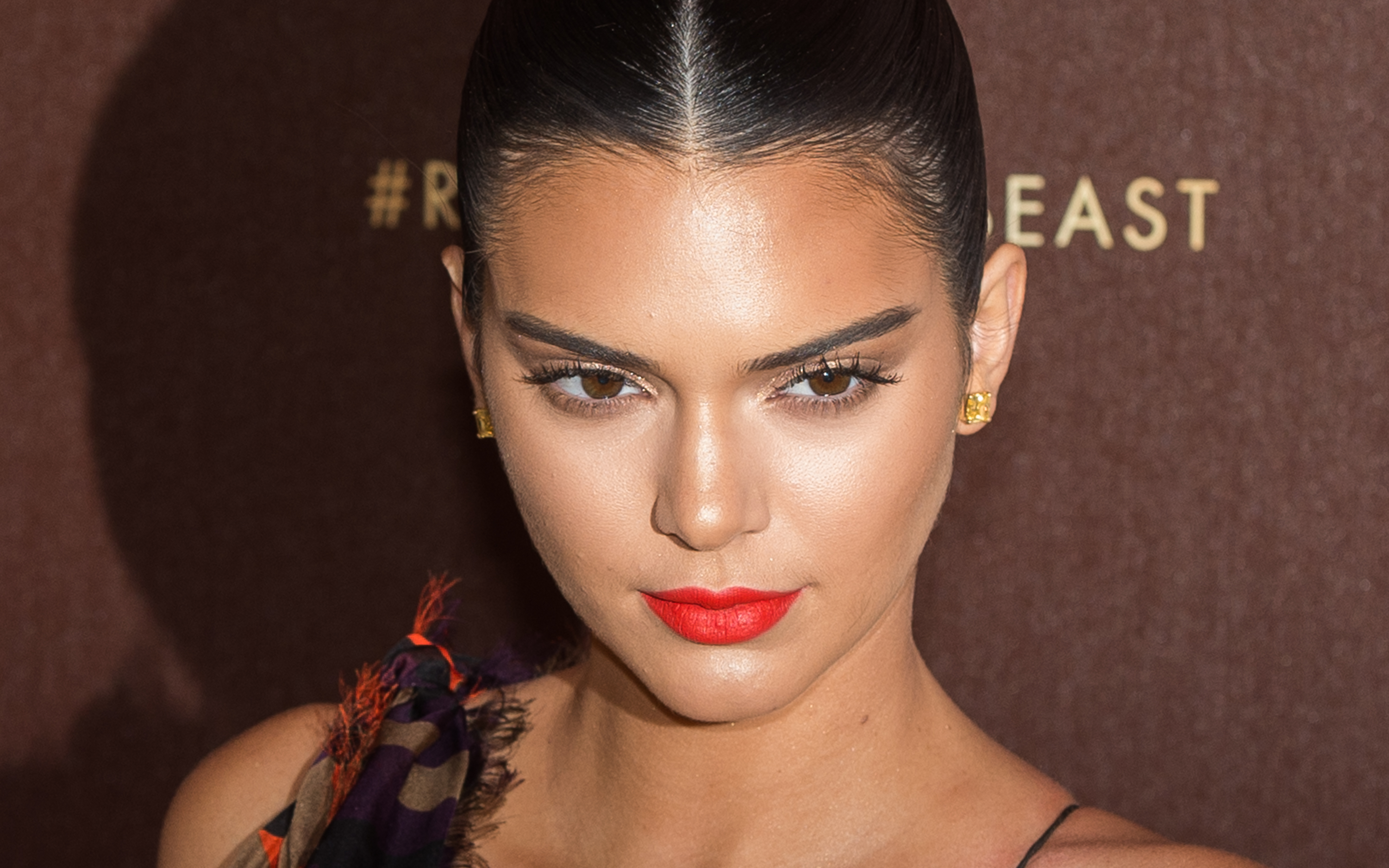 Kendall Jenner totally looks like POSH SPICE in these new pics!