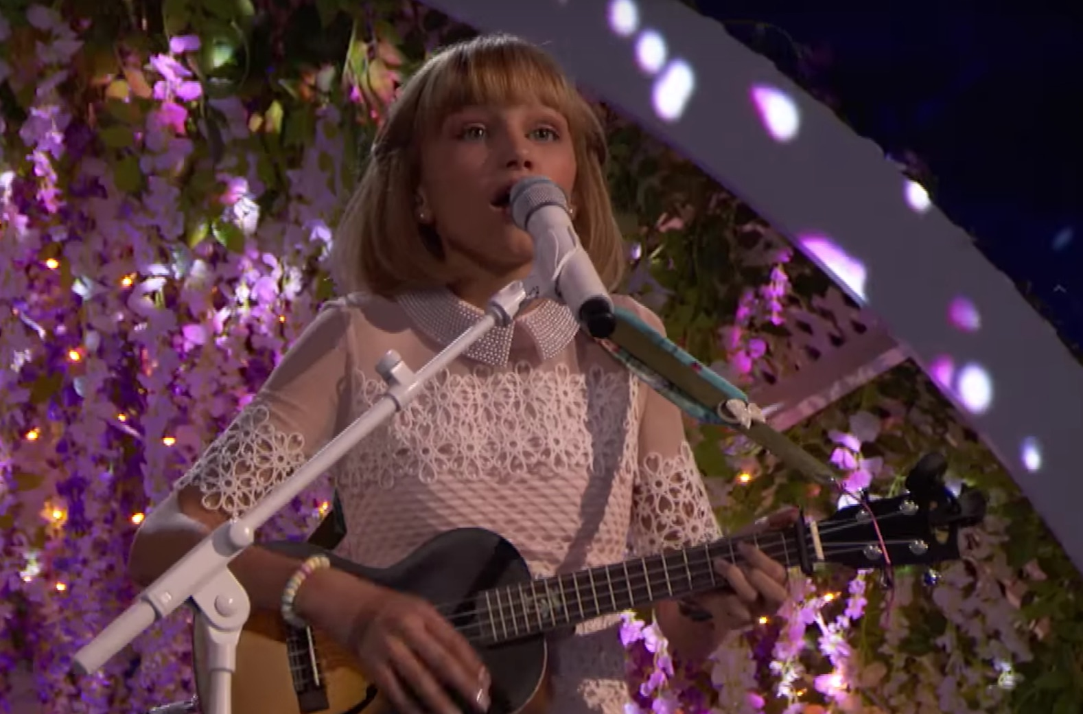 "Grace VanderWaal just sang another original about staying true to yourself for ""America's Got Talent"" and we're not crying, you're crying"