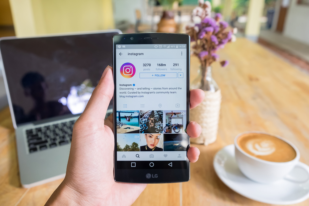 Oh, so THIS is how you change the color of the text in your Instagram Story