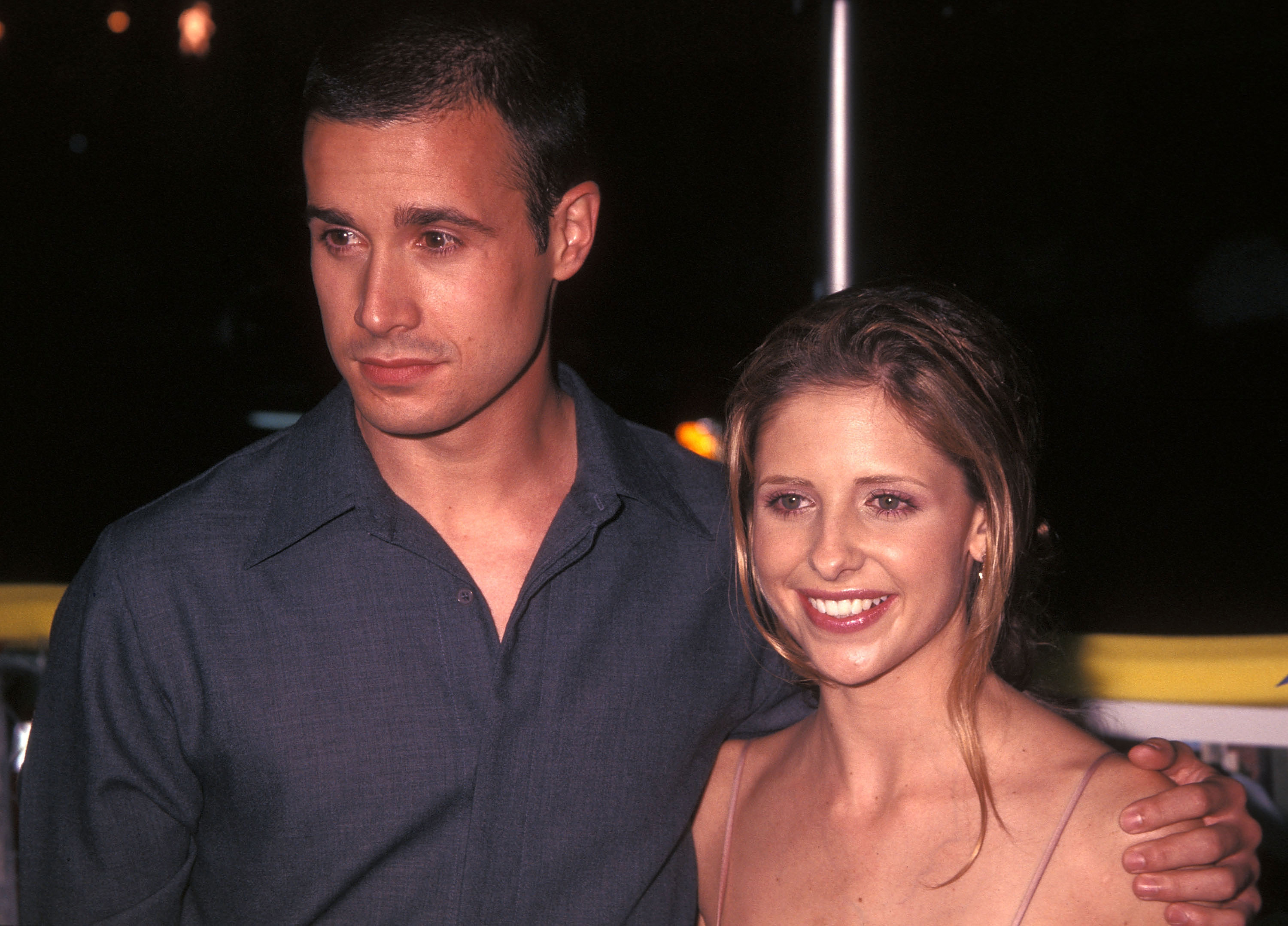 Freddie Prinze Jr. remembers his first date with Sarah Michelle Gellar, and awww guys!