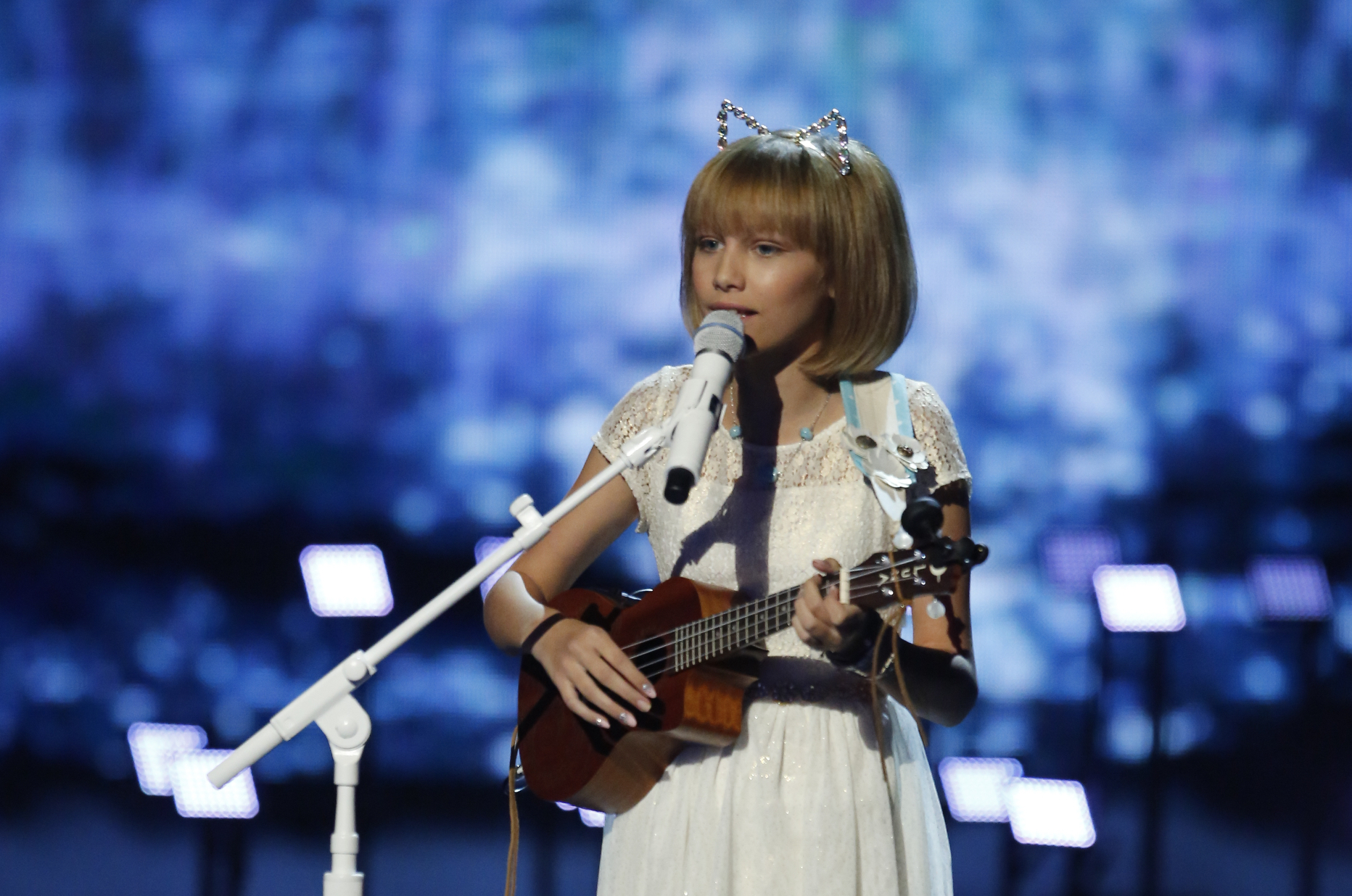 "Grace VanderWaal winning ""America's Got Talent"" will make you happy cry along with her"