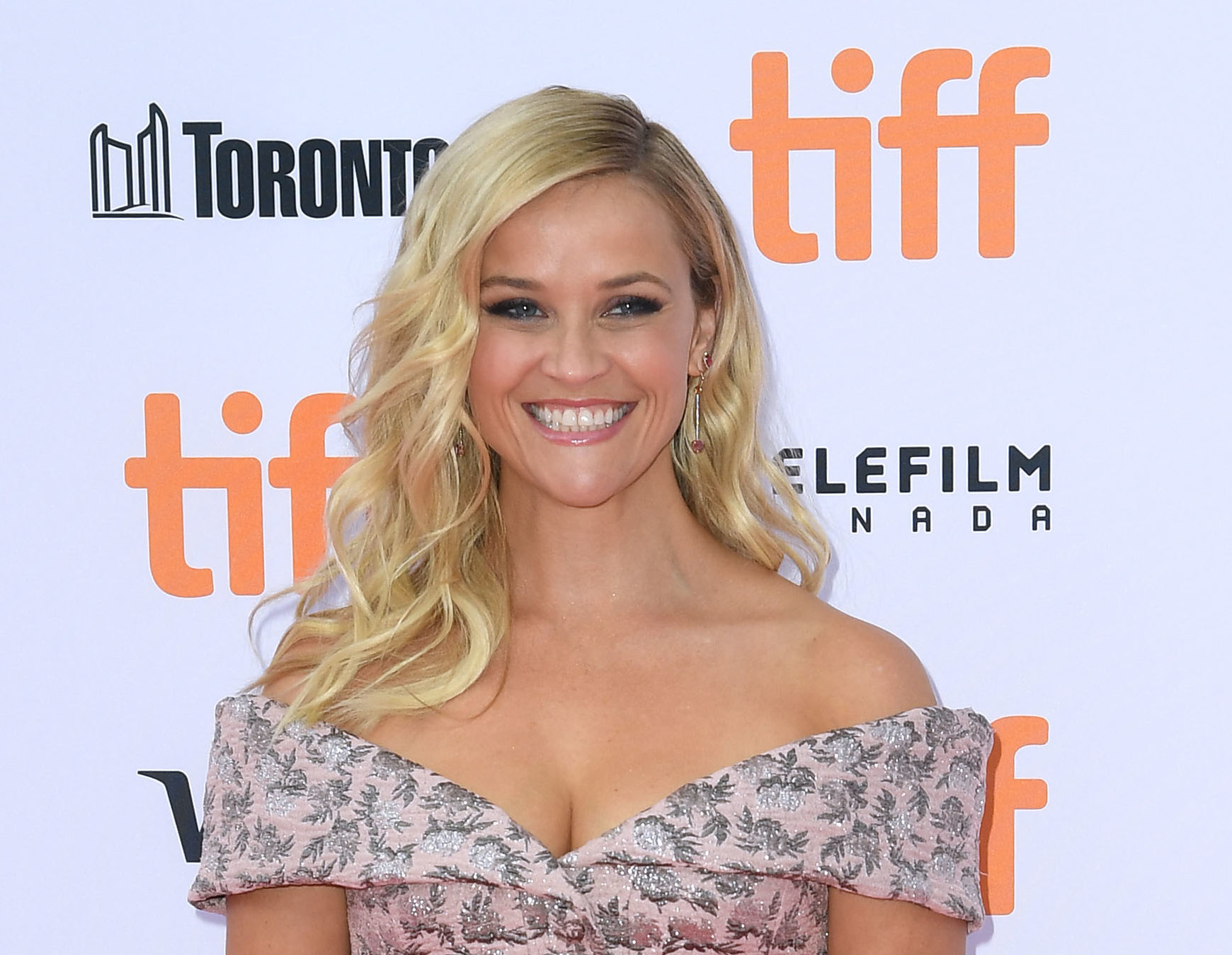 Reese Witherspoon wore a tee we desperately want and can actually afford (it's only $38!)