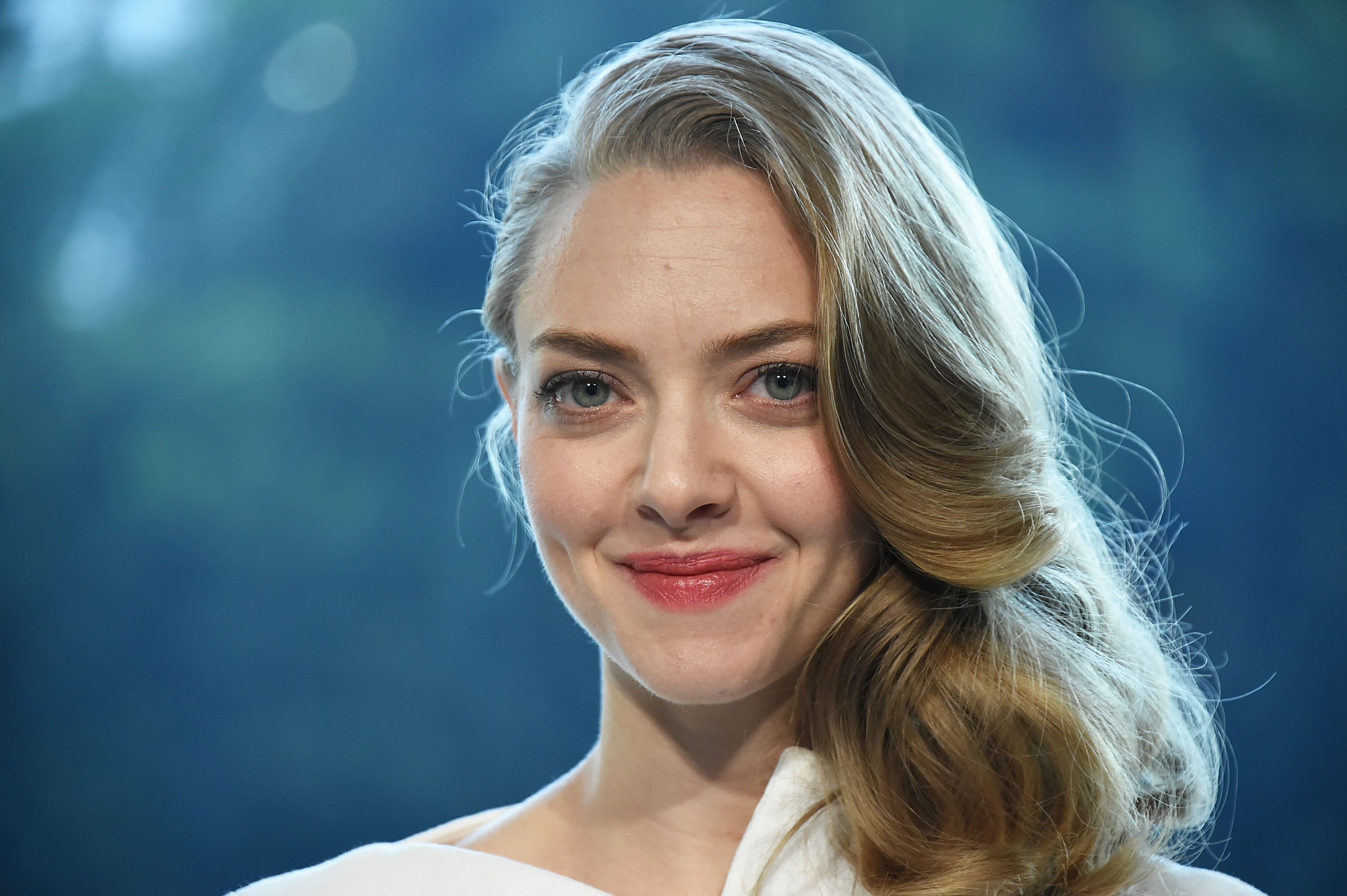 Amanda Seyfried's engagement ring is gorgeously plain — and we want one just like it