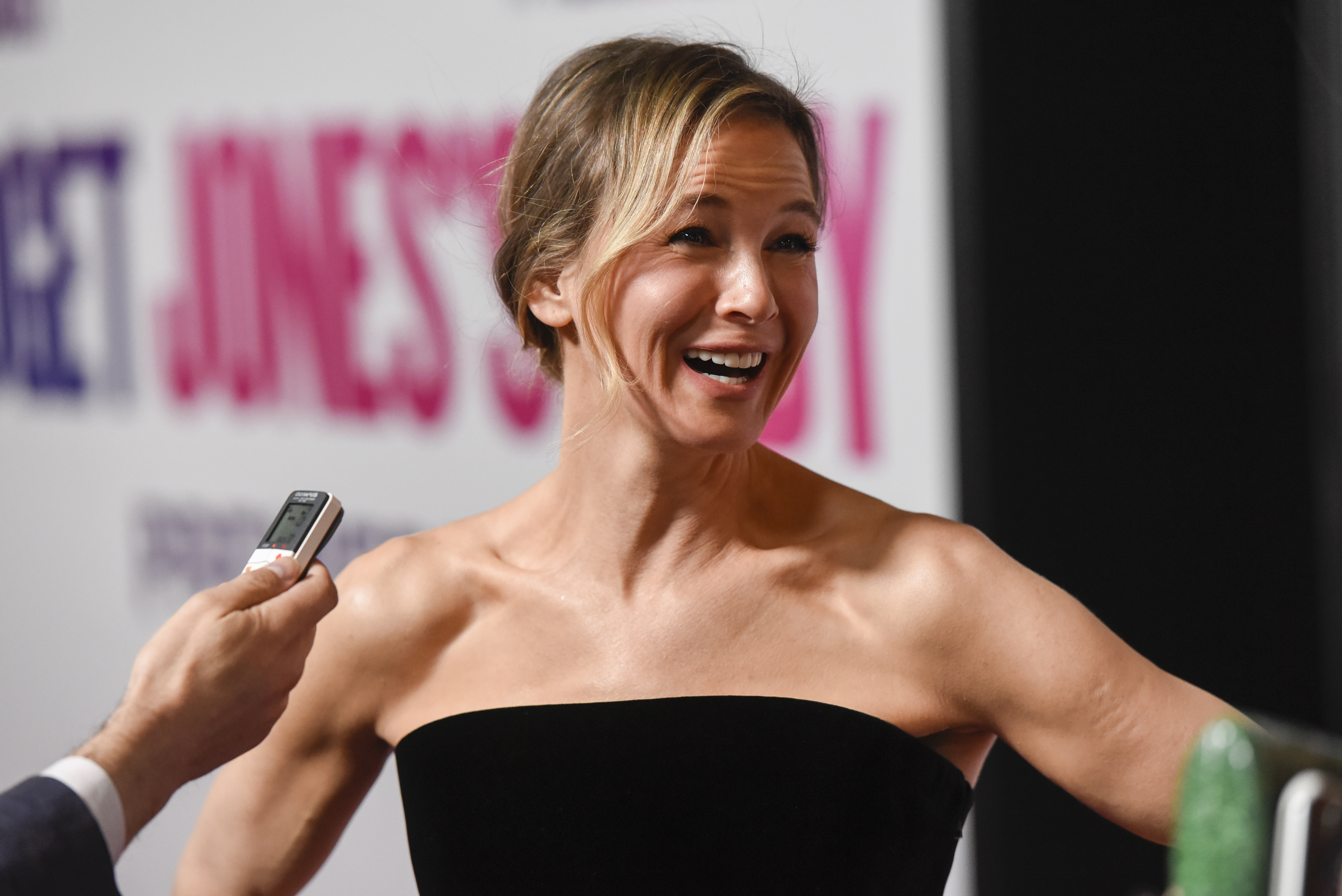 "Renée Zellweger talks about a ""dangerous"" experience she shared with Matthew McConaughey back in the day"