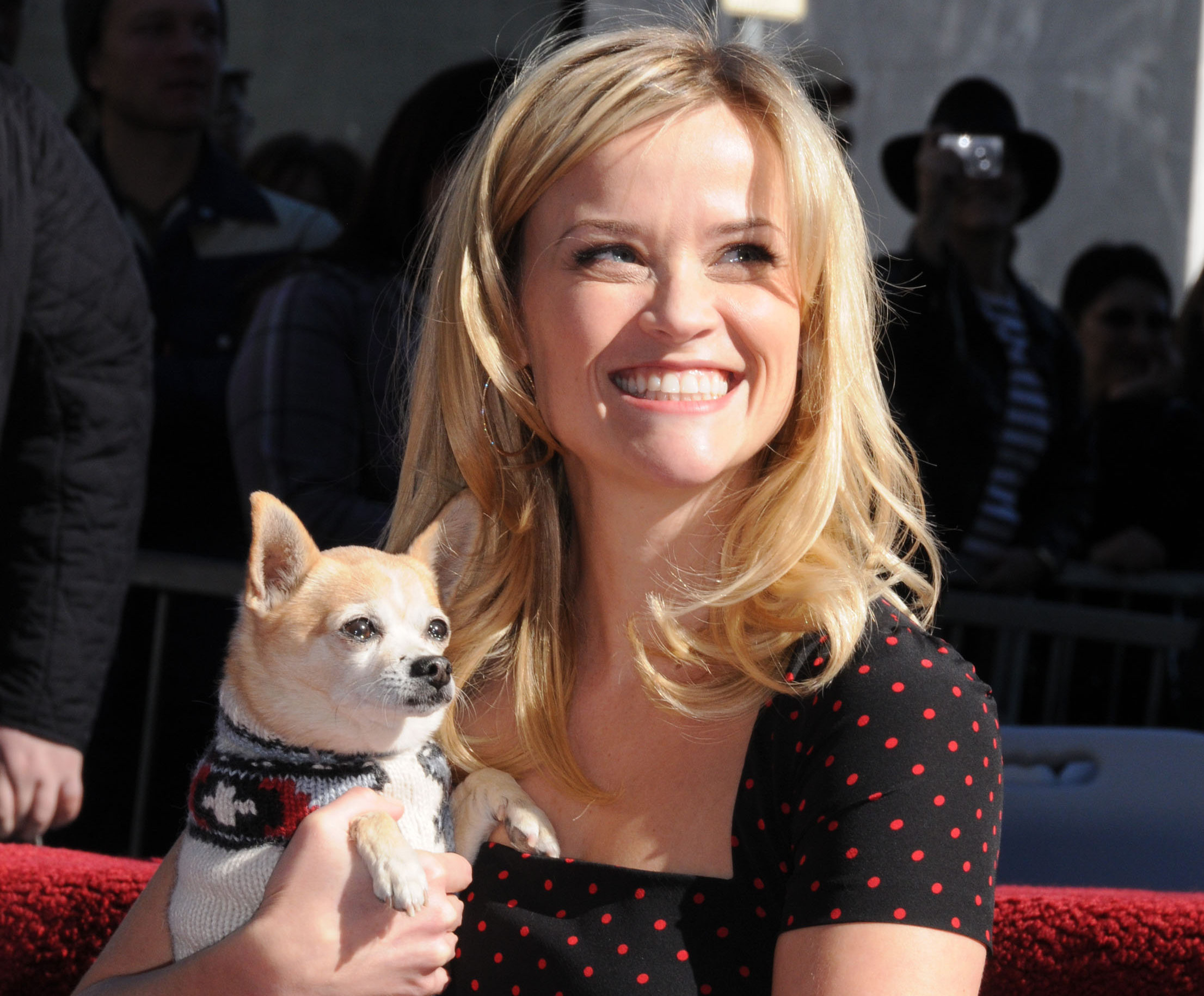 Reese Witherspoon posts #tbt, shows us what Elle Woods would look like as a little girl