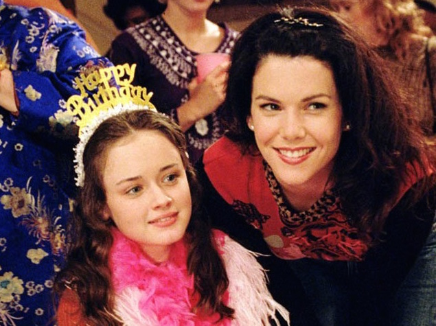 Lauren Graham's nostalgic tweet to birthday girl Alexis Bledel is making our hearts explode