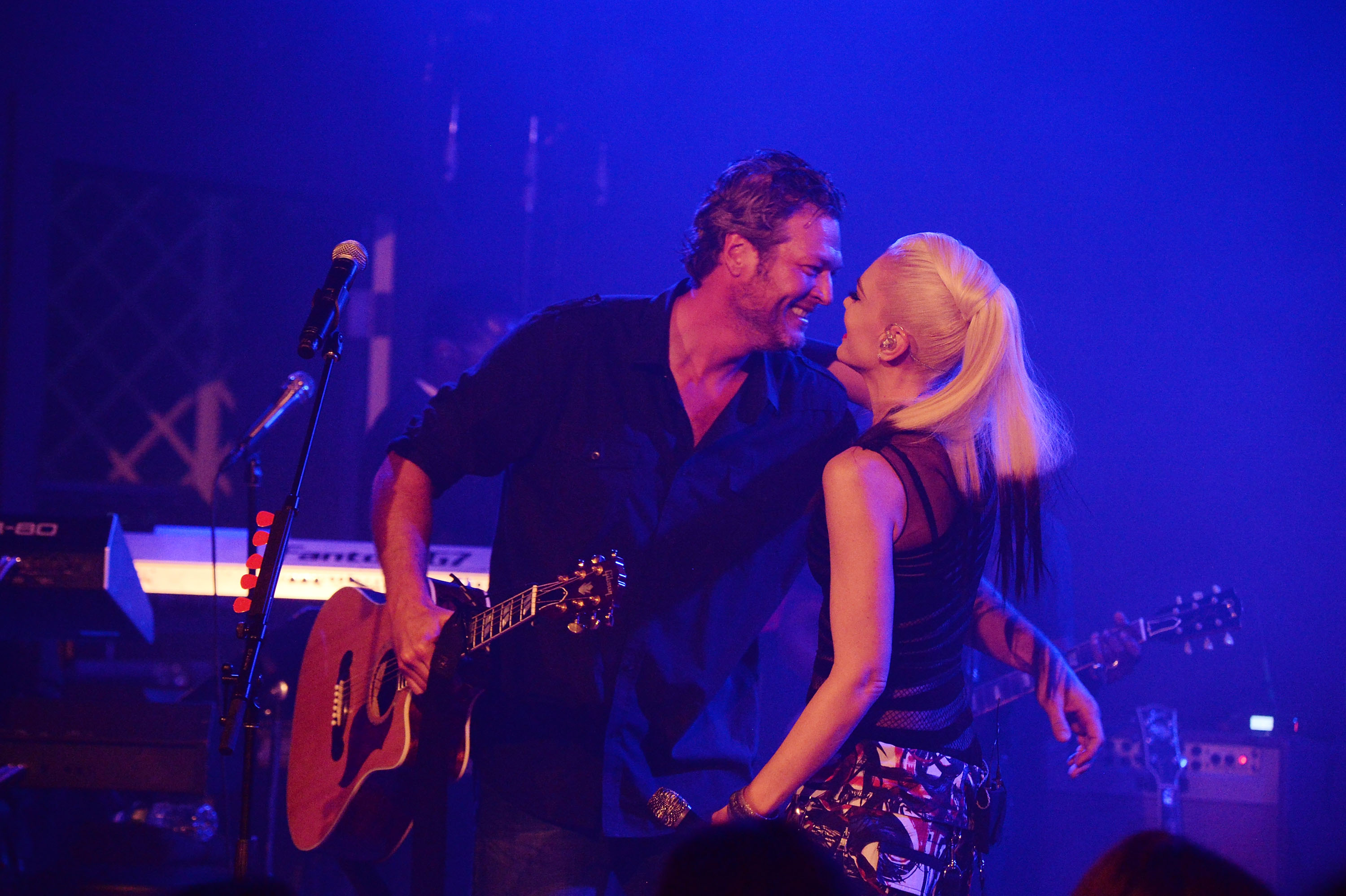 Gwen Stefani joined boyfriend Blake Shelton on stage and Periscoped the entire thing