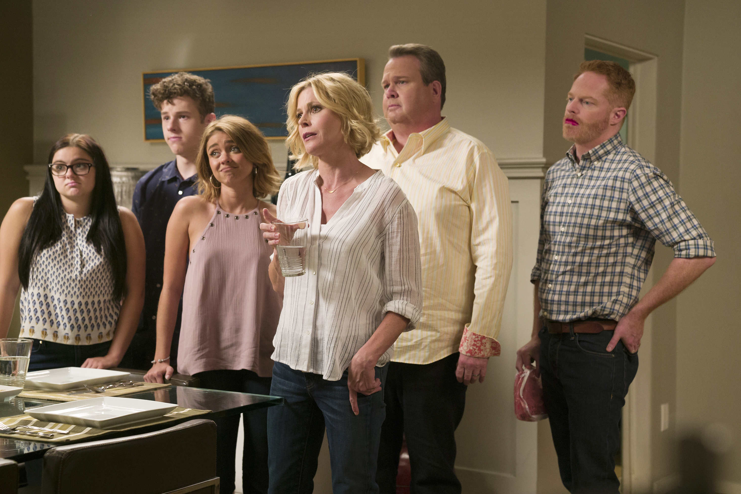"The ""Modern Family"" Season 7 blooper reel is a non-stop dance party"