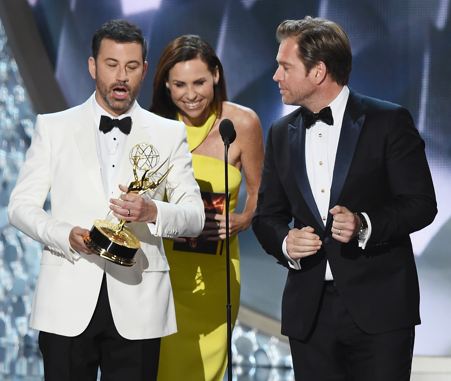 Jimmy Kimmel aired the Emmys blooper reel last night, and we're seriously still LOLing