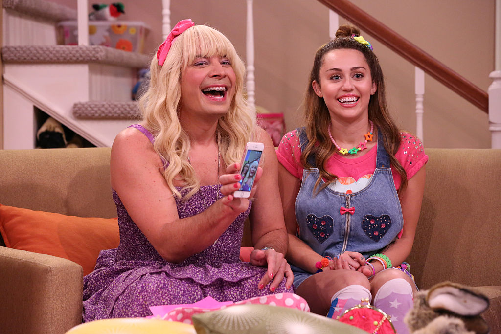 "Miley Cyrus is giving us 2008 Hannah Montana vibes in ""Ew!"" skit with Jimmy Fallon"