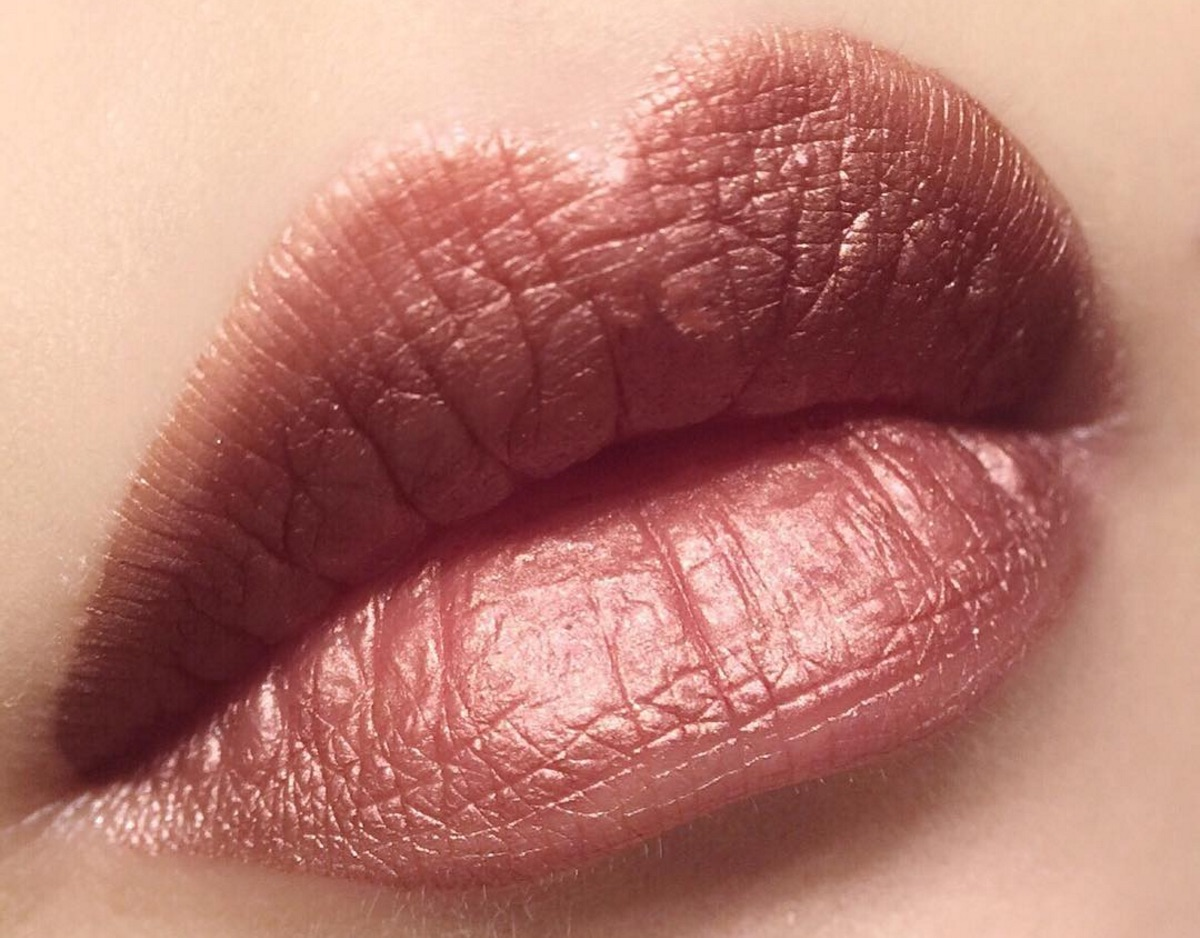 We can't look away from these STUNNING rose gold lipsticks