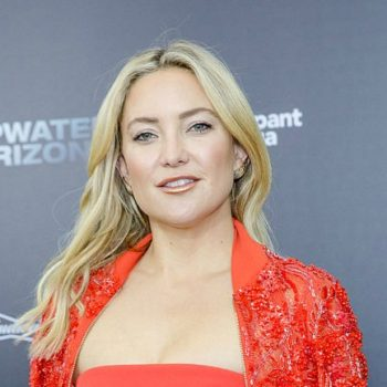 "Kate Hudson's red jumpsuit at ""Deepwater Horizon"" premiere is straight fire"