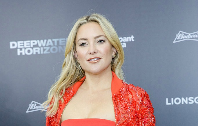 Kate Hudson singing in this Christmas Instagram video will make your jaw drop