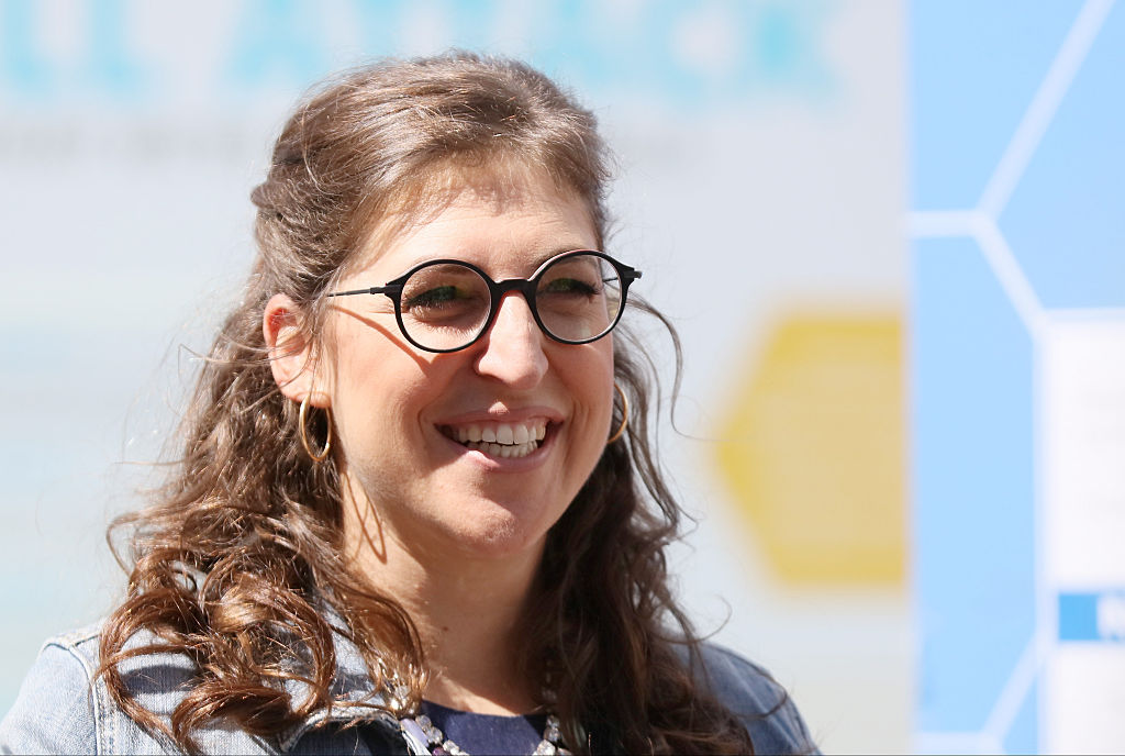 """""""Big Bang Theory's"""" Mayim Bialik wrote a book called """"Girling Up,"""" and it sounds awesome"""