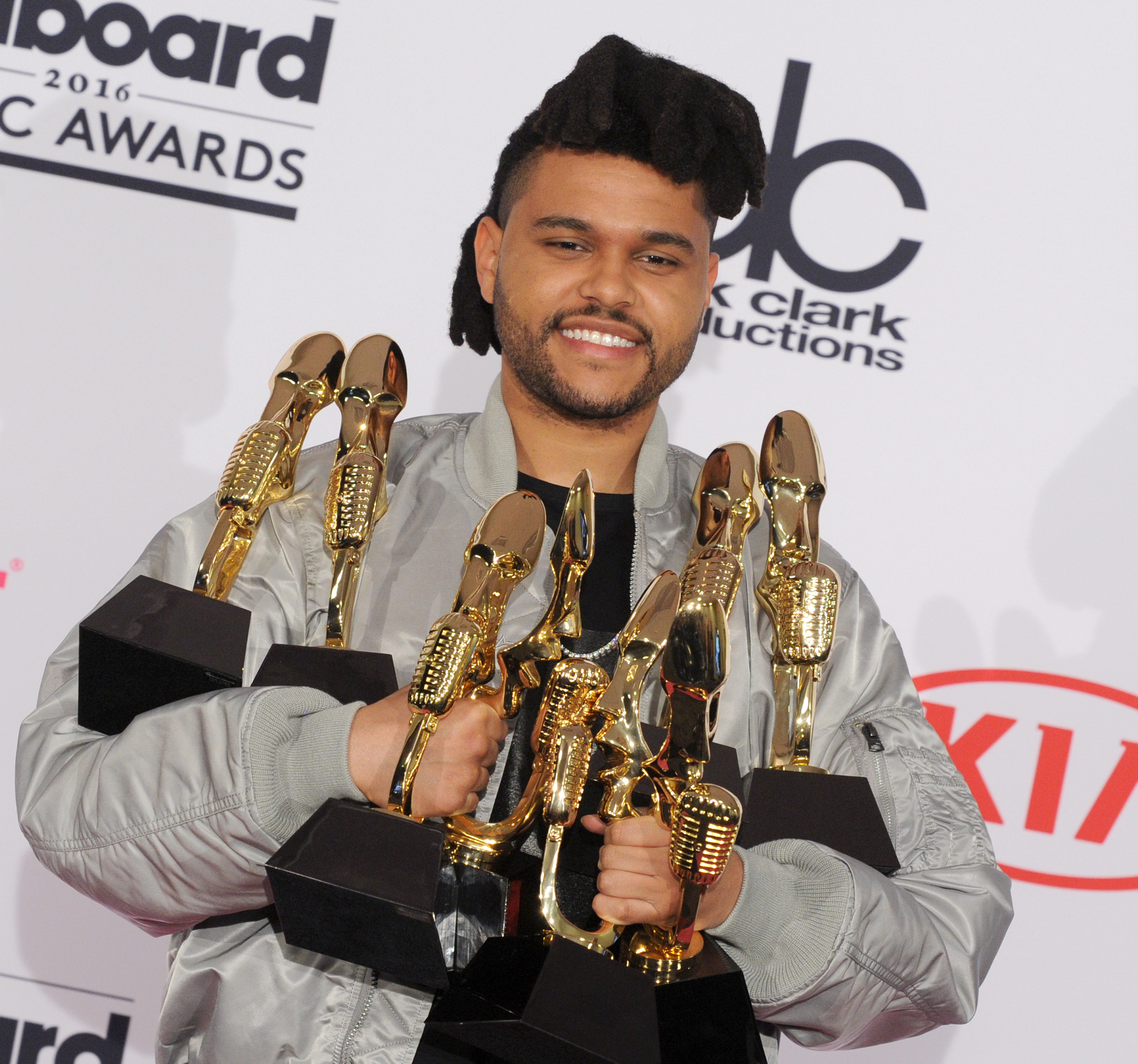The Weeknd is almost unrecognizable with this new haircut