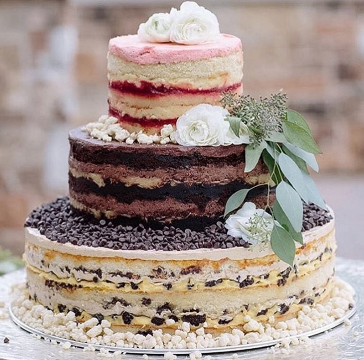Why are so many people hating on this wedding cake trend?